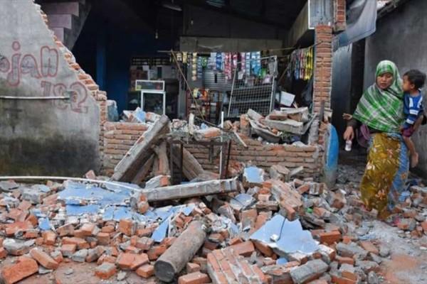 Ινδονησία: Νεκροί μετά από κατολίσθηση που προκλήθηκε από σεισμό!