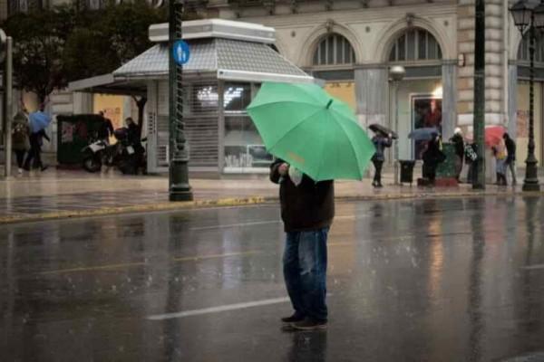 Καιρός: Καταιγίδες και θυελλώδεις άνεμοι- Βελτίωση το Σαββατοκύριακο