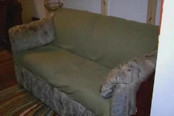 Φοιτητές αγόρασαν έναν παλιό καναπέ για 18 ευρώ! - Αυτό που βρήκαν μέσα τους άλλαξε την ζωή!
