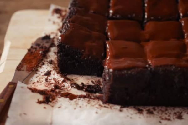 Υγρό κέικ σοκολάτας νηστίσιμο!