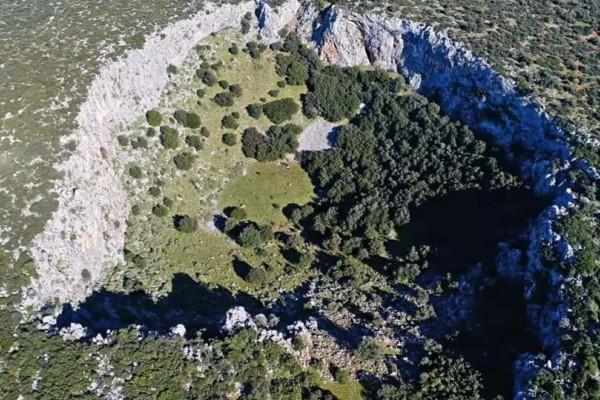 Βοιωτία: Δέος προκαλεί ο τεράστιος κρατήρας που βρέθηκε!