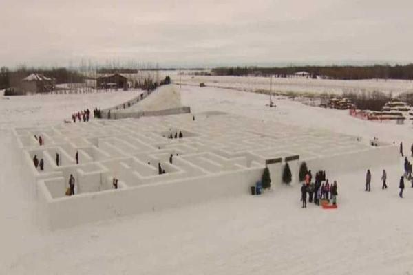 Ζευγάρι στον Καναδά δημιούργησε τον μεγαλύτερο λαβύρινθο από χιόνι στον κόσμο!