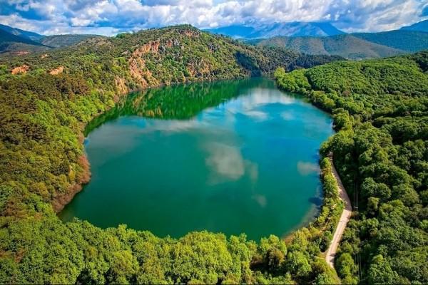 Η άγνωστη και «μυστική» λίμνη Ζηρού που τη συνοδεύουν... τρομακτικοί θρύλοι!