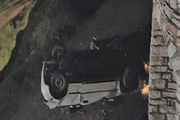 Παρ' ολίγον τραγωδία στη Νάξο: Αυτοκίνητο εξετράπη της πορείας του και έπεσε σε γκρεμό!