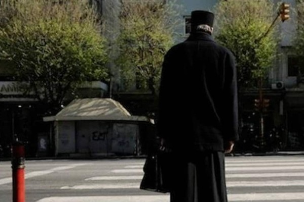 Σάλος σε χωριό της Αιτωλοακαρνανίας: Παπαδιά, παρακολούθησε τον παπά και τον έπιασε με την...
