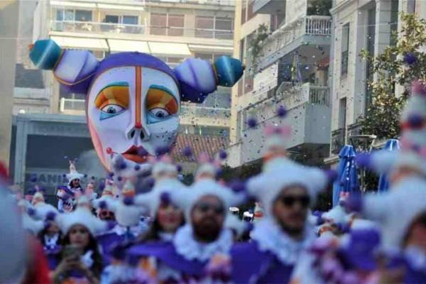 Πάτρα: Ο σοκολατοπόλεμος είναι το έθιμο που γίνεται στο καρναβάλι κάθε χρόνο!