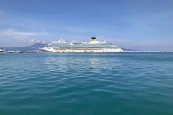 To πλωτό «χρυσό παλάτι» βρίσκεται στην Κέρκυρα