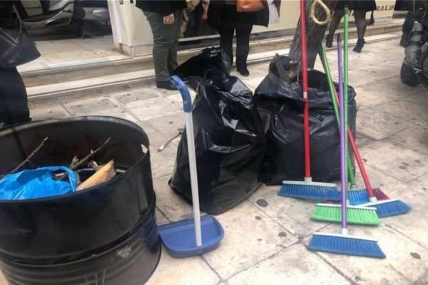 Πανικός στο Υπουργείο Υγείας: Καθαρίστριες κρέμασαν τις ρόμπες τους!
