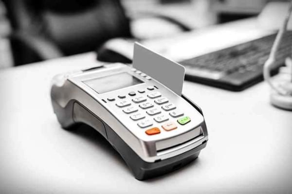 Λέσβος: Έκλεψαν την κάρτα ηλικιωμένου και «σήκωσαν» 2.000 ευρώ!