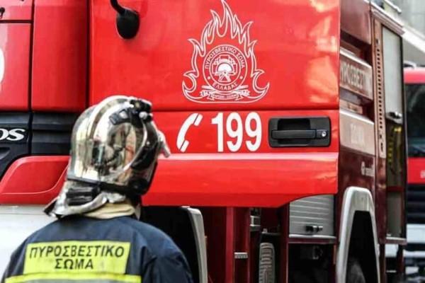 Συναγερμός στο Κορωπί: Φωτιά σε αποθήκη ξυλείας!