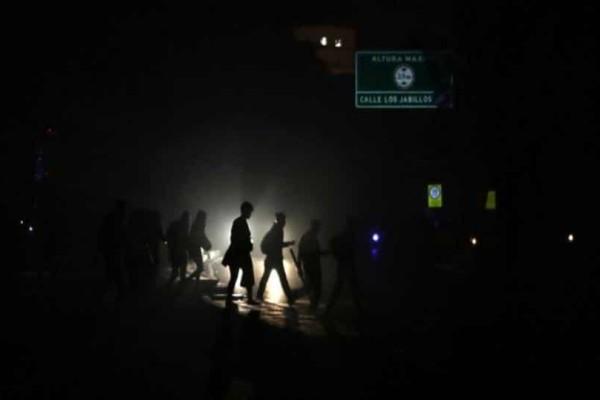 Η Βενεζουέλα ανέστειλε τη λειτουργία των σχολείων εξαιτίας διακοπής ρεύματος!