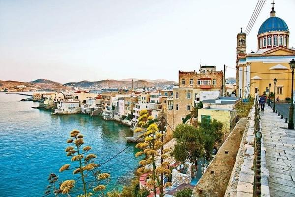 Υπέροχες διακοπές στη Σύρο: Μυσταγωγικό Πάσχα στο πανέμορφο Κυκλαδονήσι!