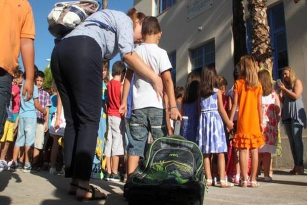 Απίστευτη αλλαγή: Από του χρόνου τα σχολεία θα ανοίγουν στις 9:00 και όχι στις 8:15!