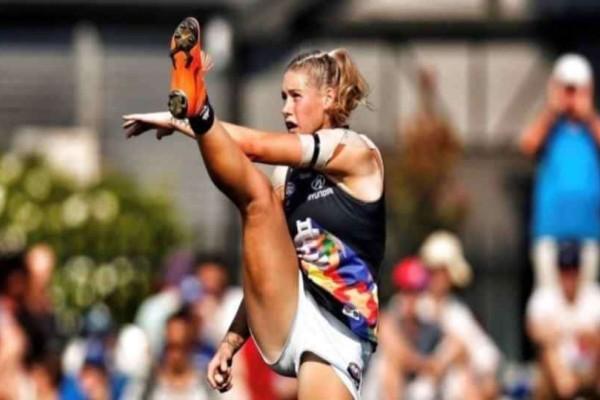 Αυστραλία: Σεξιστές επιτέθηκαν σε αθλήτρια επειδή έβγαλε φωτογραφία με ανοιχτά πόδια!