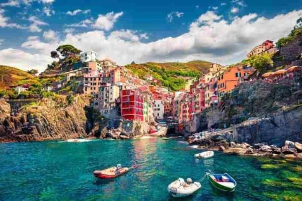 Ιταλία: Πρόστιμο έως 2.500 ευρώ στους τουρίστες με σαγιονάρες