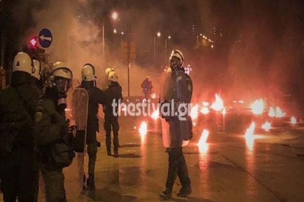Θεσσαλονίκη: Νύχτα επεισοδίων με «βροχή» μολότοφ και χημικά! (photos & video)