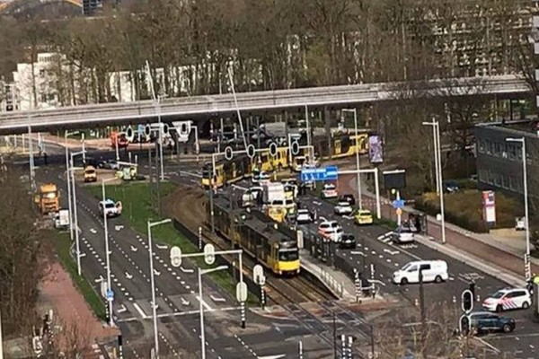 Δεκάδες τραυματίες από πυροβολισμούς σε τραμ στην Ουτρέχτη!