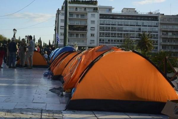 Στο Σύνταγμα μέσα σε σκηνές διαμένουν πρόσφυγες!