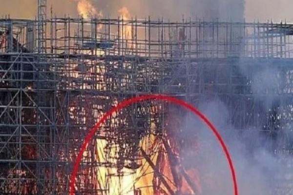 Παναγία των Παρισίων: Kαι όμως κάποιοι βλέπουν στις φλόγες τον...Ιησού!