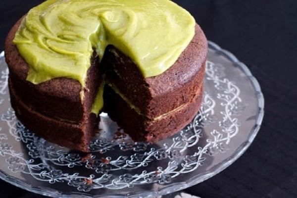 Σοκολατένιο κέικ με αβοκάντο νηστίσιμο!