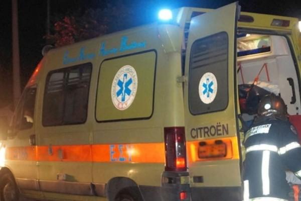 Λεωφόρος Ποσειδώνος: Αυτοκίνητο καρφώθηκε σε στάση λεωφορείου!