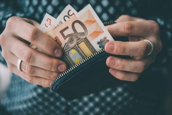 Τράπεζα της Ελλάδας: Μειώστε τους φόρους στις οικογένειες με παιδιά!