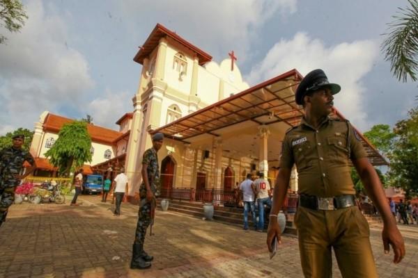 Σρι Λάνκα: Βίντεο σοκ απο την στιγμή που ο τρομοκράτης σκόρπισε το θάνατο!