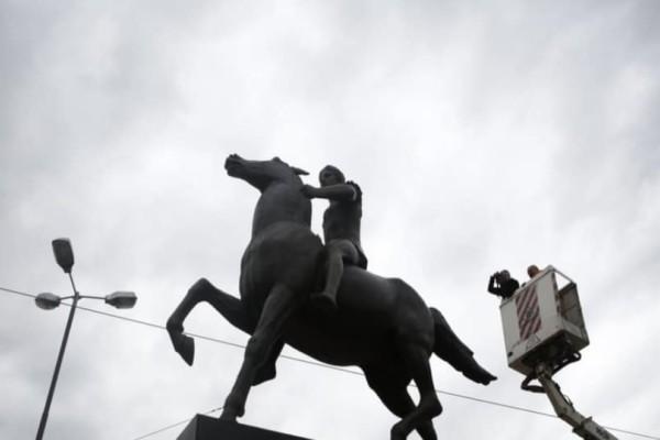 Έγιναν τα αποκαλυπτήρια για το άγαλμα του Μέγα Αλέξανδρου στο κέντρο της Αθήνας!