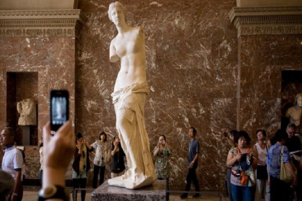 Σαν σήμερα στις 8 Απριλίου το 1820 ένας αγρότης βρίσκει στο κτήμα του το περίφημο άγαλμα της Αφροδίτης της Μήλου!