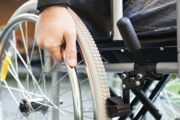 Τροχαίο ατύχημα με ΙΧ και απαίτη σε αναπηρικό καροτσάκι!