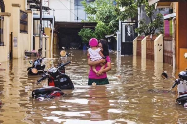 Ινδονησία: 40 νεκροί και εκατοντάδες αγνοούμενοι από τις φονικές  πλημμύρες!