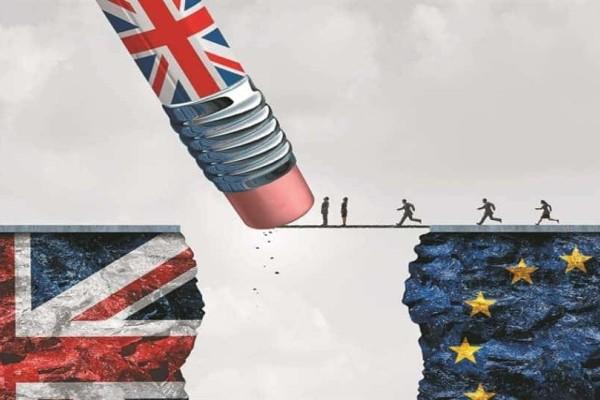 Brexit - Μέι: Εκλιπαρεί για οποιαδήποτε παράταση!