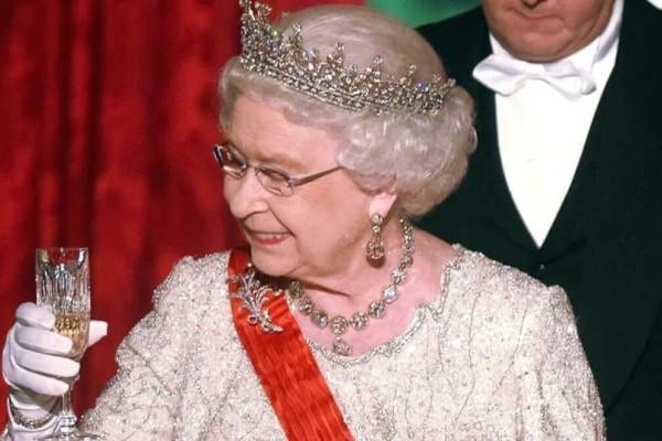 Βασίλισσα Ελισάβετ: Kι όμως τόσα ποτά καταναλώνει ημερησίως!