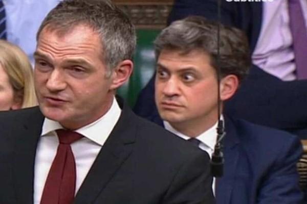 Ημίγυμνοι διαδηλωτές διακόπτουν  τη συζήτηση των Commons σχετικά με το Brexit! - Δεν πιστεύει στα μάτια του ο Ed Miliband!