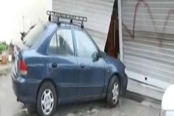 Γλυφάδα: Έσπασαν με το όχημα την τζαμαρία βενζινάδικου και το λήστεψαν!