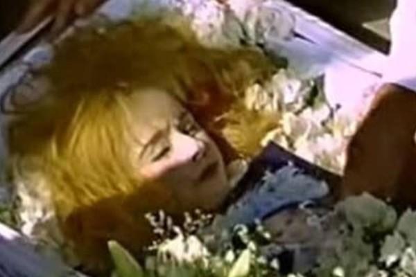 Ανατριχιαστικό: Η μεγάλη αποκάλυψη πίσω από το φέρετρο της Αλίκης Βουγιουκλάκη!