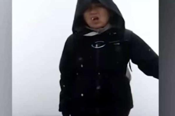 Τρομακτικό: H στιγμή που κεραυνός «χτυπά» ένα ζευγάρι σε κορυφή βουνού! (Video)