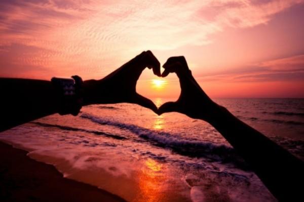 Ζώδια: Tα σημάδια οτι σε έχει ερωτευτεί!