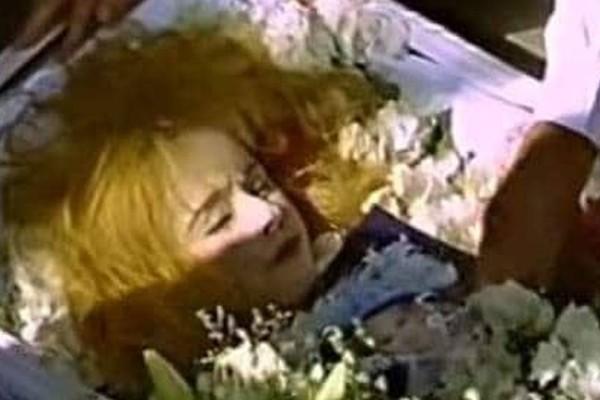 Η Αλίκη Βουγιουκλάκη νεκρή: Το ανατριχιαστικό βίντεο που σόκαρε το Πανελλήνιο!