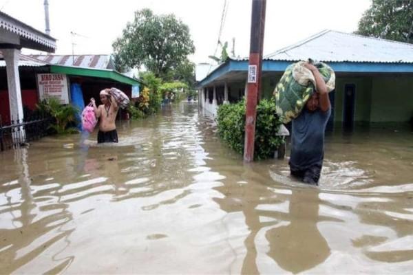 Τραγωδία στην Ινδονησία: 17 νεκροί από τις πλημμύρες!