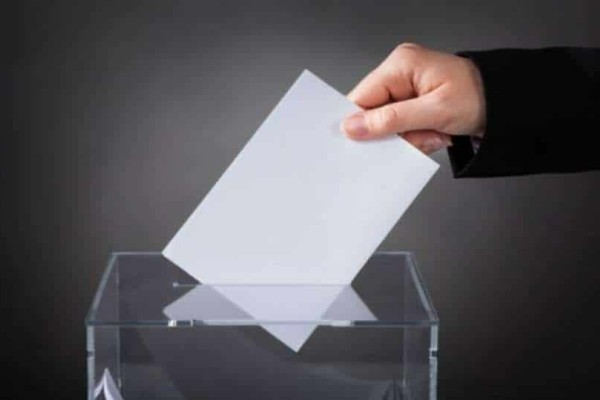 Απίστευτο: Έκοψε το δάχτυλό του  ψήφισε λάθος κόμμα στις εκλογές!