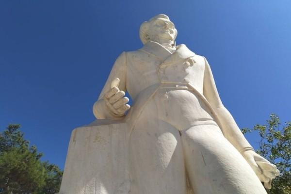Nαύπλιο: Άγνωστοι βανζάλισαν για άλλη μια φορά το άγαλμα του Καποδίστρια!