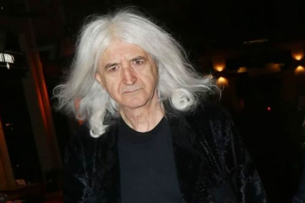 Νίκος Καρβέλας: Χώρισε με την Αννίτα Πάνια και είναι πάλι με τον έρωτα της ζωής του!
