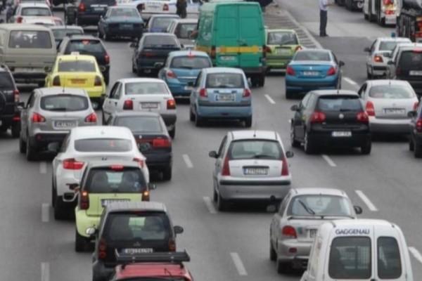 «Κόλαση» στους δρόμους: Έντονη κίνηση στην Αθηνών-Κορίνθου- Προβλήματα στον Κηφισό!