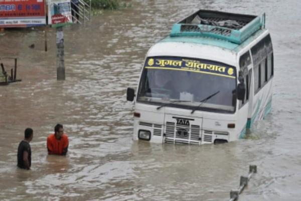 Τραγωδία στο Nεπάλ: Φονική καταιγίδα με 25 νεκρούς!