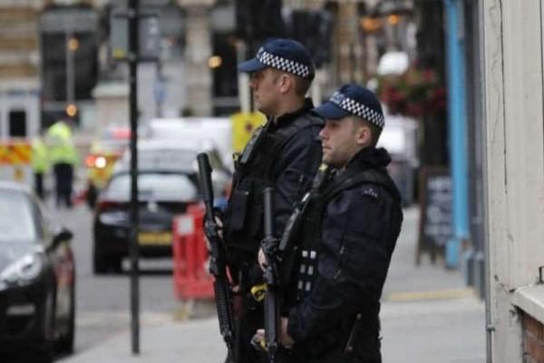 Πυροβολισμοί στην ουκρανική πρεσβεία στο Λονδίνο!