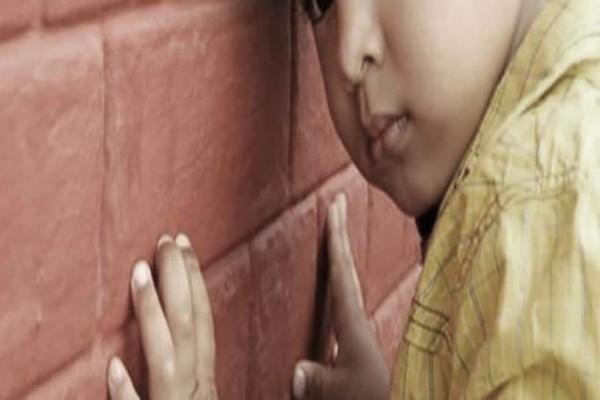 Αδιανόητο στην Πάτρα: Δεν άφηναν αυτιστικό παιδί να μπει στον παιδικό σταθμό!