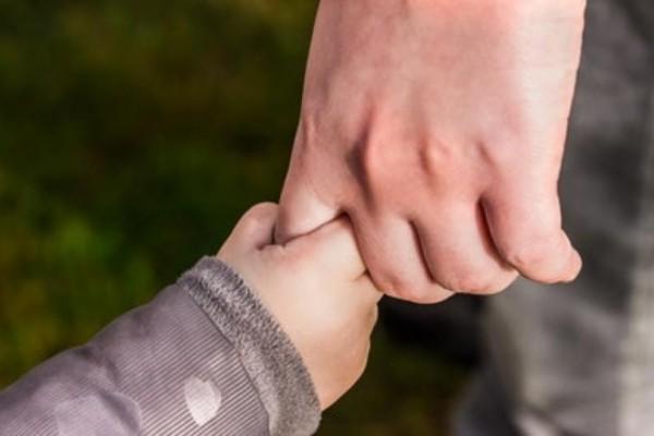Νέο πλαίσιο για την αναδοχή και την υιοθεσία παιδιών! Ποιες είναι οι αλλαγές;