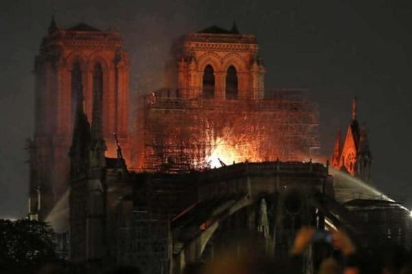 Τεράστια θλίψη: Υπάρχουν σημεία στην Παναγία των Παρισίων που είναι έτοιμα να καταρρεύσουν!