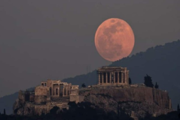 Aνοιξιάτικο φεγγάρι: Έρχεται η ροζ πανσέληνος την Παρασκευή!